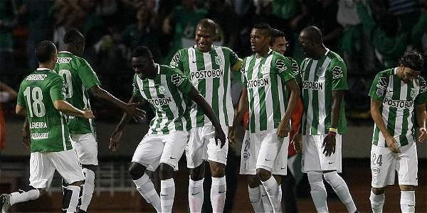 Los jugadores de Nacional celebran la primera anotación.
