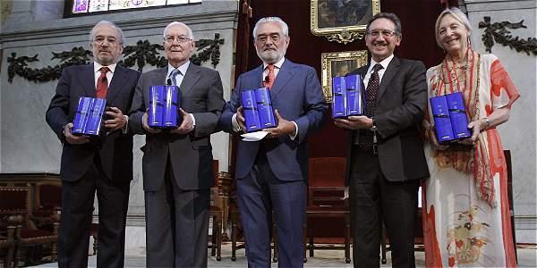 Santiago Muñoz Machado, Víctor García de la Concha, director del Instituto Cervantes, Darío Villanueva, director de la RAE, Jaume Giró, de la Fundación 'la Caixa', y la escritora Soledad Puértolas.