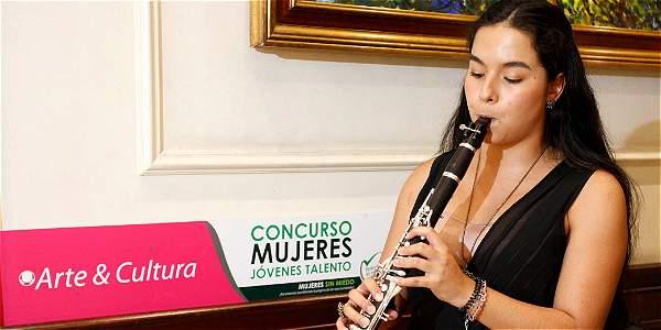 Sandra Milena Santa, 22 años, ganadora en la categoría Arte y Cultura del concurso Mujeres Jóvenes Talento.