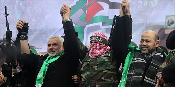 Líderes del grupo Hamás celebran la decisión del tribunal judicial.