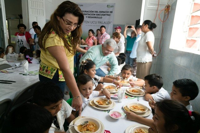 Acerca DIF Yucatán alimentación balanceada a habitantes de Buctzotz