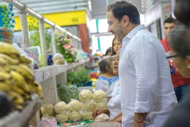 El alcalde Julián Zacarías recorre el mercado Francisco I. Madero de Progreso