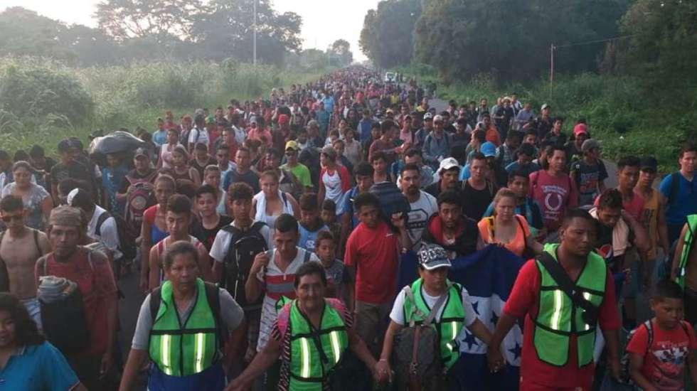 Caravana migrante reanuda su viaje a Estados Unidos