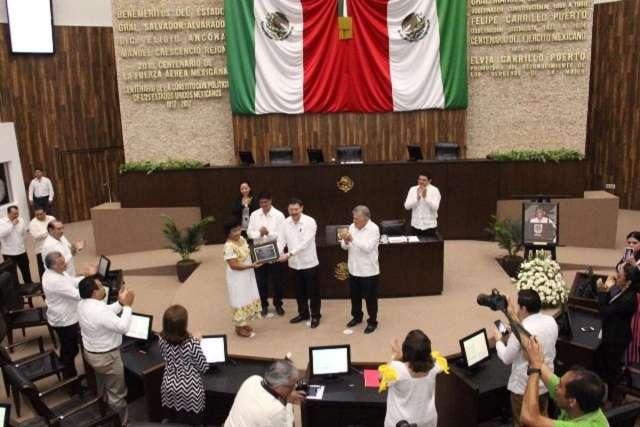 """LXII Legislatura entrega el Reconocimiento """"Pánfilo Novelo Martín"""""""