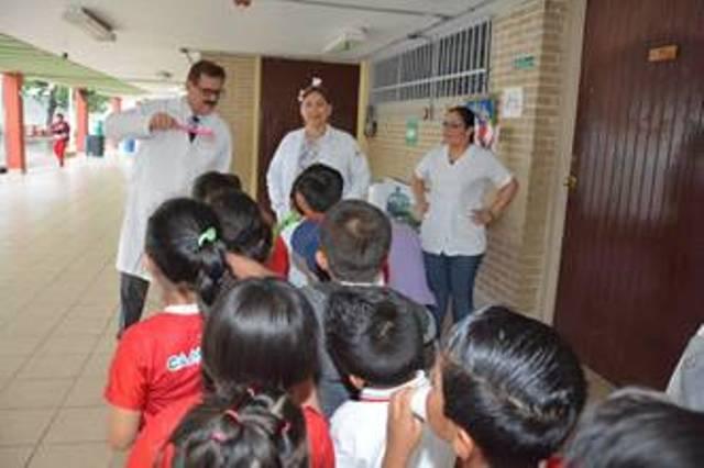 Clínica de PEMEX participa en la primera Semana Nacional de Salud Bucal