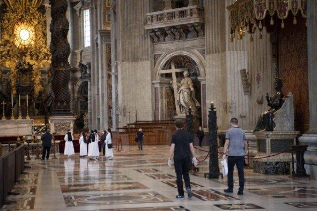El Papa celebra misa con fieles