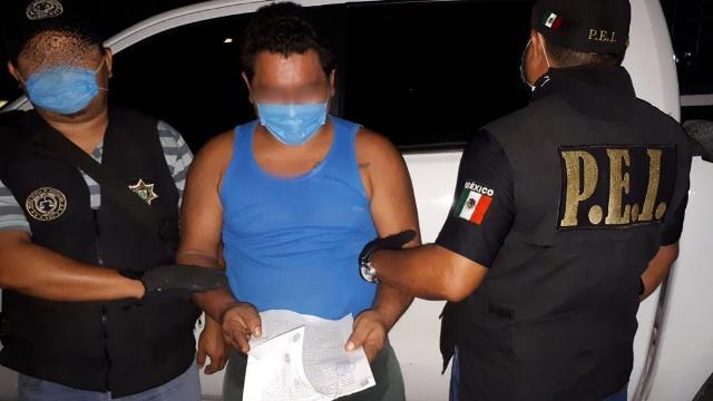 Detienen a sujeto que quemó un árbol en la Plaza Grande de Mérida