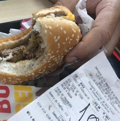 Graban gusanos en hamburguesa de popular