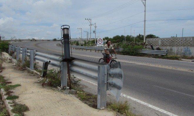 Puente Yucalpetén en total abandono
