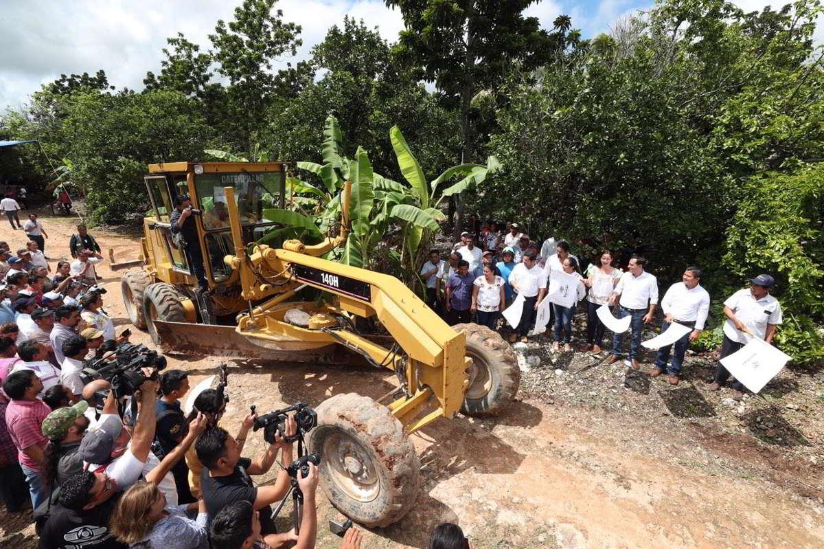 En marcha la construcción de 73.6 kilómetros de caminos rurales