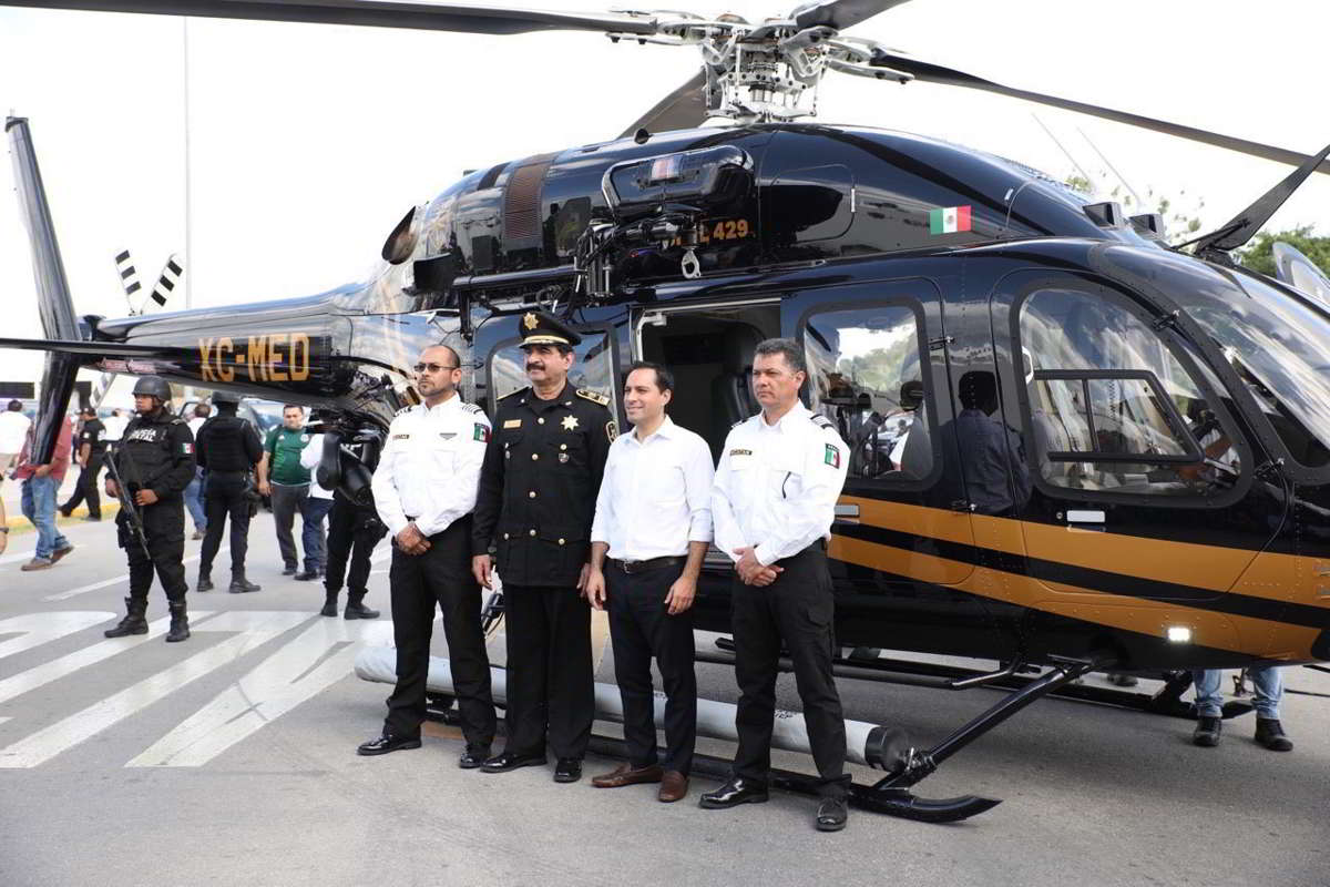 El Gobernador entrega moderno helicóptero a la SSP