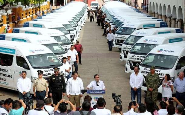 El Gobernador entrega los primeros vehículos para traslado médico a personas de escasos recursos