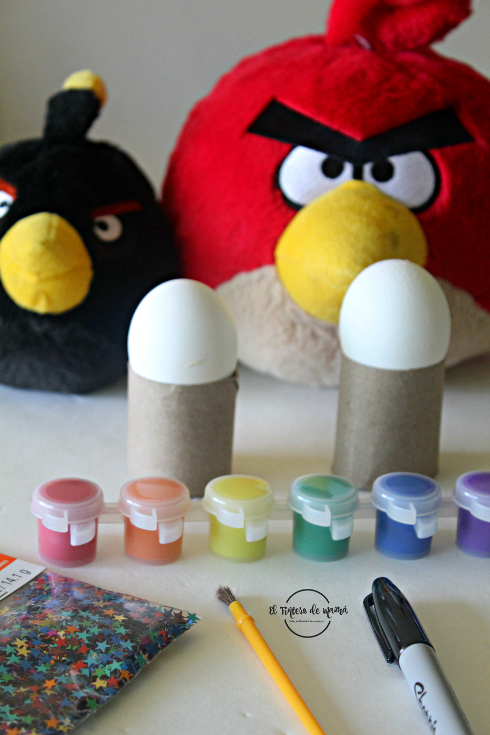 Pintando_huevos_de_Pascua_con_The_Angry_birds_movie