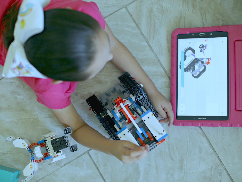 haciendo-el-aprendizaje-divertido-para-nuestros-hijos-con-jimu-robot