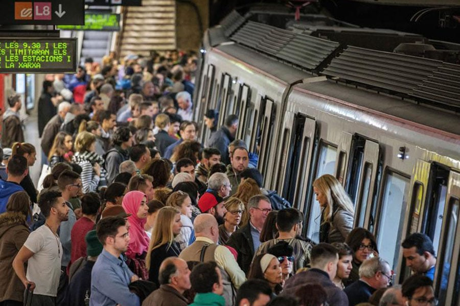 Ada Colau es incapaz de resolver la huelga de metro en Barcelona