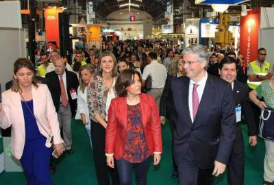 Jordi Cornet y Soraya Saenz de Santamaría en un salón del Consorcio de la Zona Franca de Barcelona