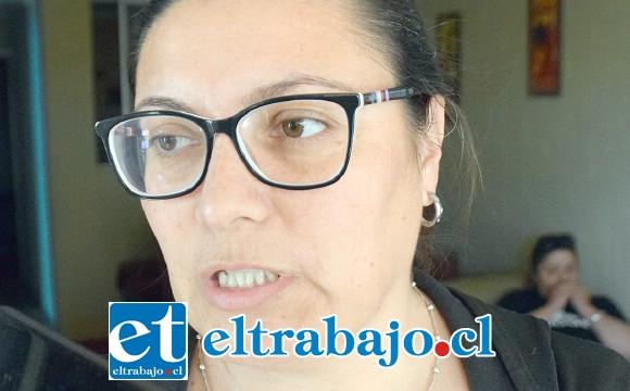 Claudia Montenegro Altamirano, apoderada que asegura discriminaron a su hija para favorecer a dos profesores.