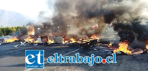 Manifestantes obstaculizaron la ruta Troncal en el sector La Pirca de Panquehue.