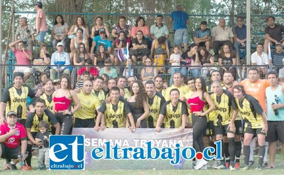 LOS SUBCAMPEONES.- Los jugadores del Club Santa Rosa de Las Cabras, de Santa María, hicieron de las suyas en la cancha, al final aceptaron con dignidad el segundo puesto.
