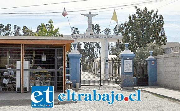 En el Cementerio Parroquial de Los Andes, en el sector poniente del camposanto, se encontró al primero de los fallecidos.
