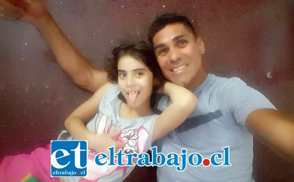 El ex delantero del Uní Uní se encuentra en cuarentena. En la imagen junto a una de sus hijas.