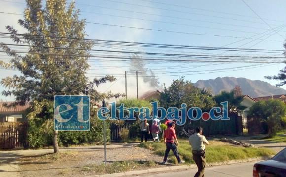 Vecinos escucharon una fuerte explosión y luego se percataron que de la vivienda salía abundante humo.