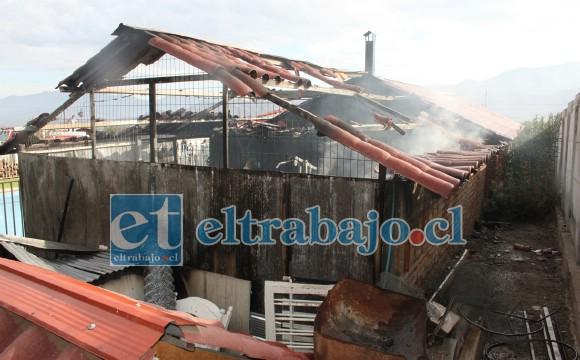 Así quedó esta bodega tras el incendio, de no haber sido detenido el fuego el resto de la vivienda también hoy estuviera destruida.