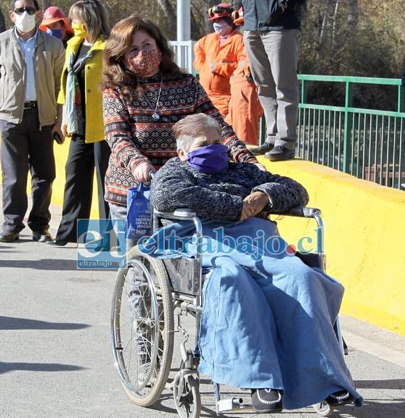 LEGÍTIMA DUEÑA.- Doña Érick Delgado tiene 70 años de edad y en su silla de rueda quiso venir a recibir personalmente este puente.