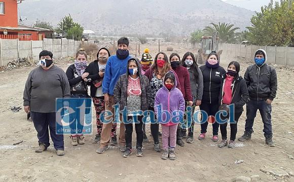 El grupo de vecinos que está dispuesto a tomarse el terreno para vivir mientras dure la pandemia.