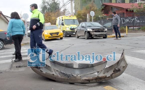 TREMENDO DESCUIDO.- Así quedó el vehículo que se desplazaba por Toromazote, donde existe disco Pare.