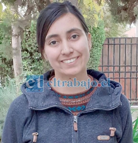 Encargada de la Estación Meteorológica de la Escuela Agrícola de San Felipe, Valentina Ríos Serrano.