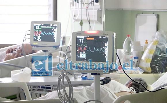 LA LUCHA FINAL.- Aquí vemos a varios pacientes conectados a respiradores mecánicos, ellos y sus médicos luchan porque puedan regresar sanos a casa.