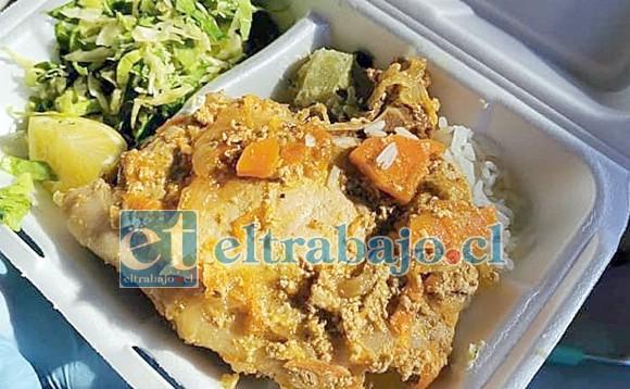 Este exquisito pescado empanizado con sus guarniciones y postres fueron entregados este domingo en Calle Larga.