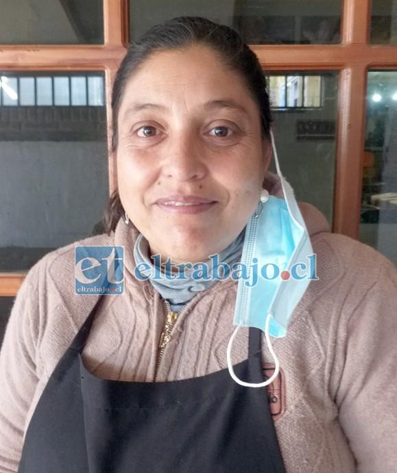 Claudia Vargas Lobos, lideresa comunitaria que es apoyada por muchos vecinos en esta iniciativa.
