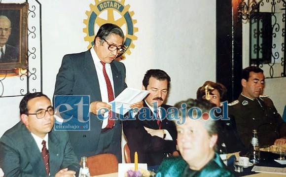 ALBERTO EL ROTARIO.- Aquí vemos a Alberto Cortez como rotario sanfelipeño, siempre oportuno y fraternal con sus pares.