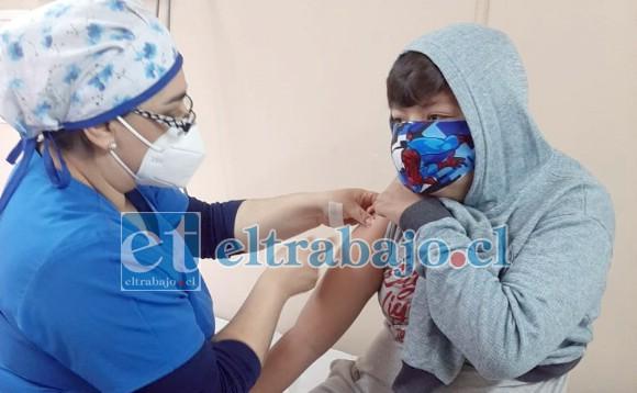 Desde el Cesfam Curimón están llamando a la comunidad a concurrir a para la vacunación de bebés de dos meses hasta las niñas y niños de octavo básico, embarazadas y adultos mayores de 65 años.