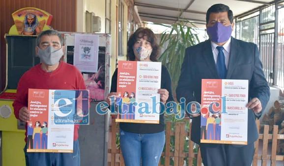 En la imagen la señora María Angélica Muñoz, junto a su esposo y el alcalde Claudio Zurita.