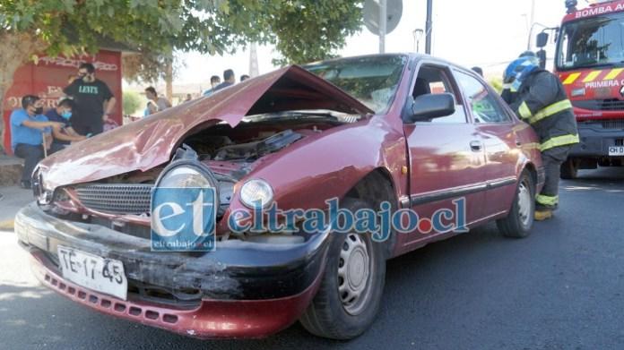 TEMA DE TODOS LOS DÍAS.- Así quedó uno de los vehículos involucrados en este nuevo choque de autos en la esquina de siempre.