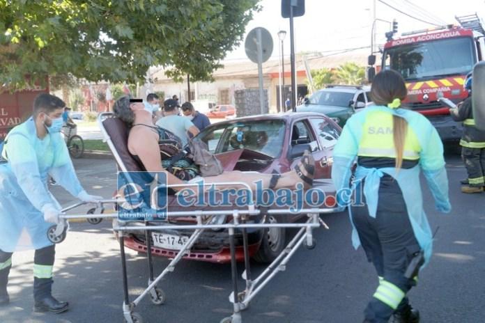 DIRECTO AL HOSPITAL.- Esta mujer debió recibir valoración médica en el lugar del accidente, y trasladada después al Hospital San Camilo.