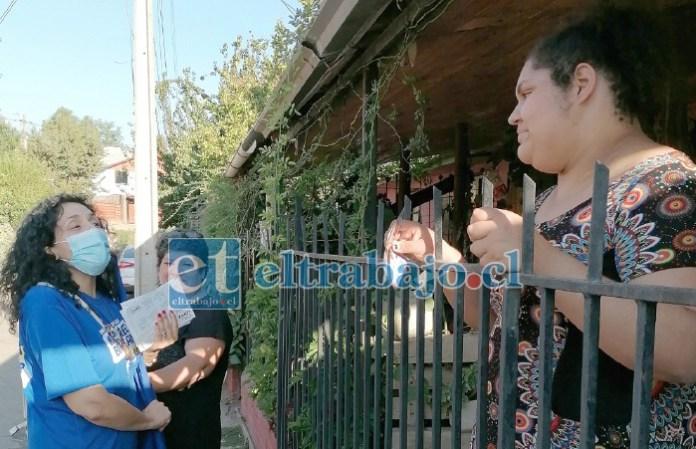 TRABAJA SIN PARAR.- El 'Puerta-Puerta' es la fórmula más usada por los candidatos en Aconcagua, María Isabel lo sabe y lo usa todos los días.
