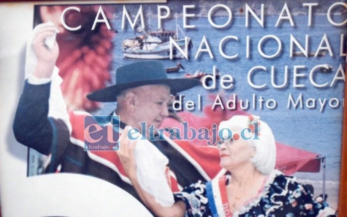 NUESTROS CAMPEONES.- Así lucieron en 2002 Enrique Tapia y su china Silvia Sepúlveda, cuando ganaron el Campeonato Nacional de Cueca Adulto Mayor 2002, en Tomé.