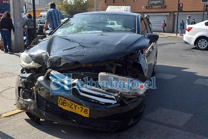 DAÑOS MILLONARIOS.- Los daños materiales del colectivo son cuantiosos, el conductor nos comentó que no tienen póliza de seguros para ese tipo de daños.