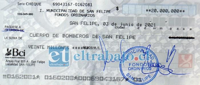 Este es el cheque que el Municipio entregó este lunes a Bomberos de San Felipe.