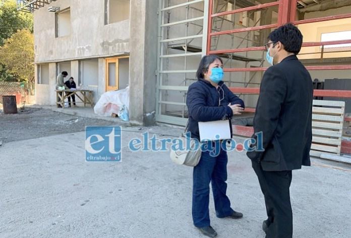 El administrador municipal junto a la directora de la Secplac inspeccionaron las dependencias inconclusas del cuartel.