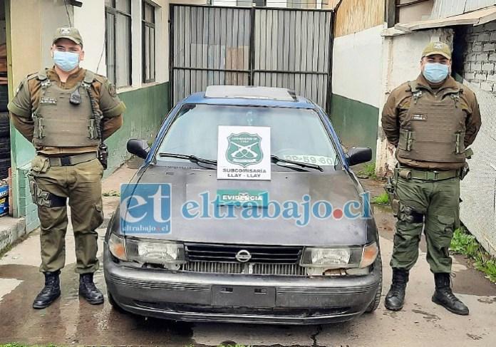 Carabineros de Llay Llay dieron cuenta de este vehículo robado, y también de las personas que lo usaban.