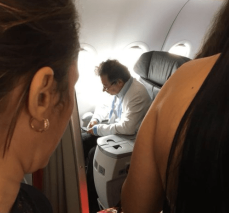 Foto de Gustavo Petro viajando en clase ejecutiva causa polémica ...