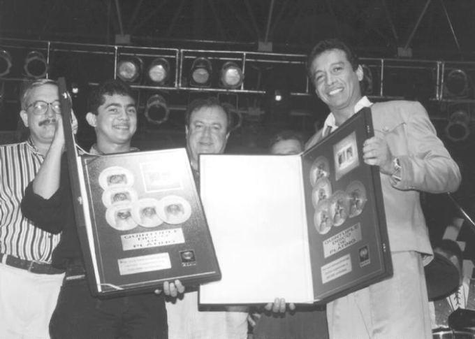Diomedes Díaz (far right)