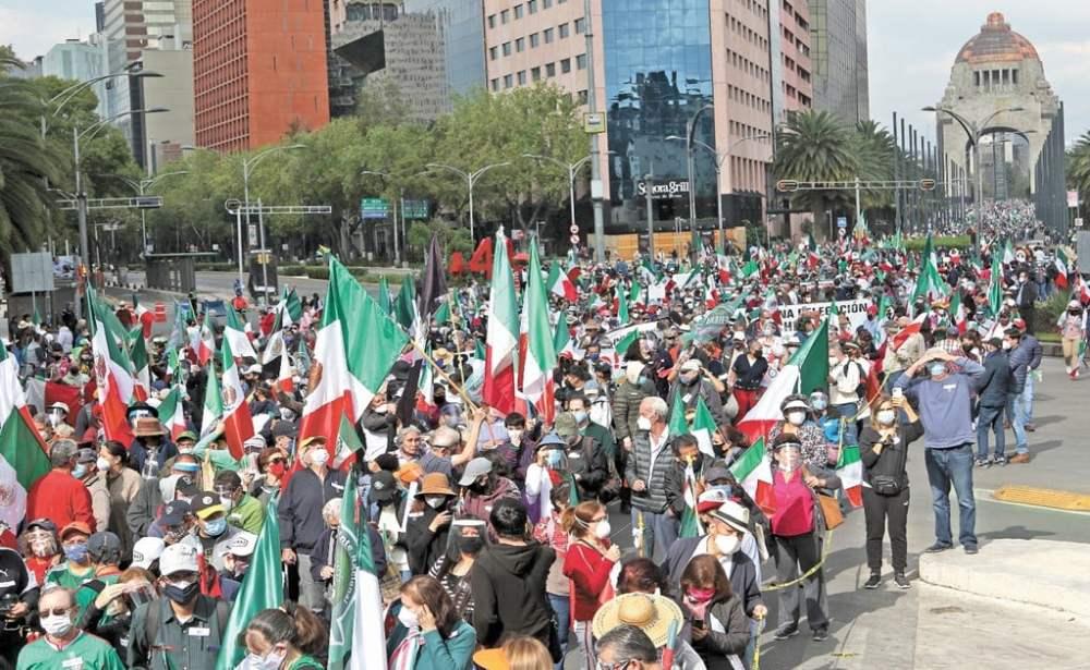 Gilberto Lozano, líder del FRENAAA, convoca a plantón a continuar avance al  Zócalo