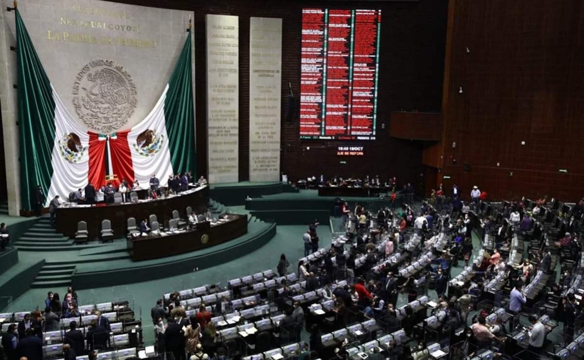 Avalan reforma a Ley de Derechos; oposición acusa aumentos en celular e  internet