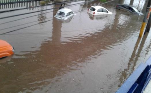 Lluvia causa afectaciones en Ecatepec y Coacalco